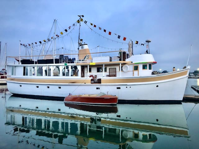 Yacht-Venue for Receptions, Corp. Events, B-days!