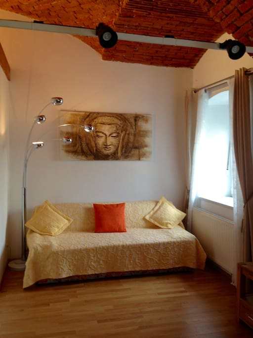 Wohnbereich mit Schlafcouch