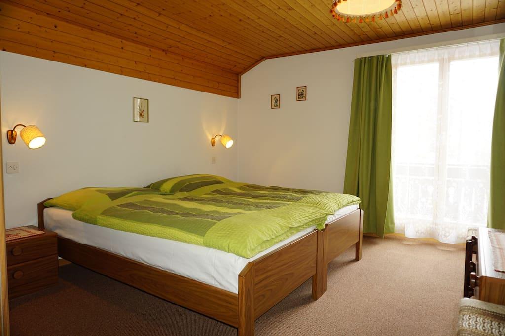 Schlafzimmer mit Matterhornblick und Balkon direkt zum Matterhorn hin.