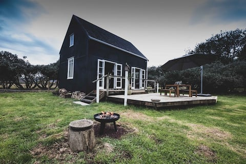 Cosy Boutique Rural Cottage - Kakariki Cottage