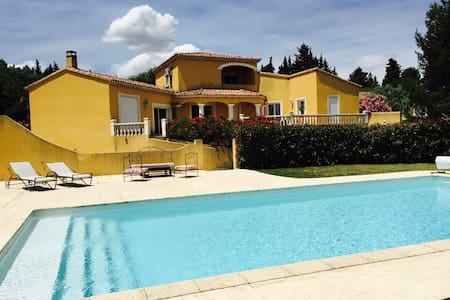 Villa de charme au coeur de la Provence - Saint-Saturnin-lès-Avignon - Casa