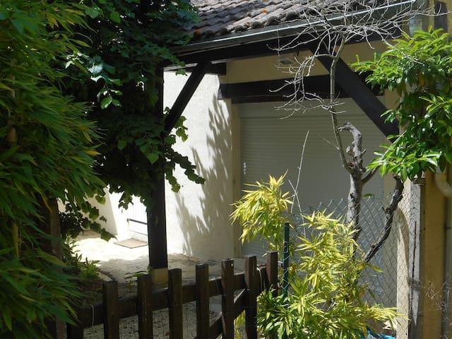 Maison maxi 7 personnes à Sarlat, piscine partagée