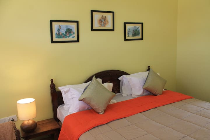 Colonel's Quarters, Dehradun - Double Bed Room
