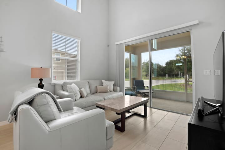 Modern Home Close to Ybor and Amphitheater &#10037