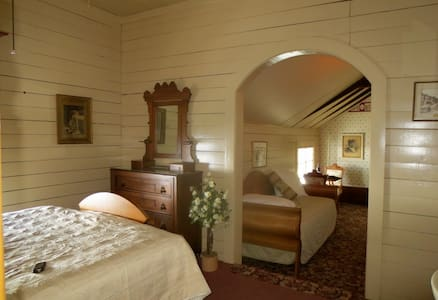 Carriage House Bed & Breakfast - Friendship Room - Winona - Bed & Breakfast