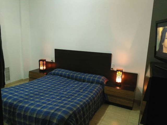 Room with two double bed,available and economical! - Mataró - Apartment