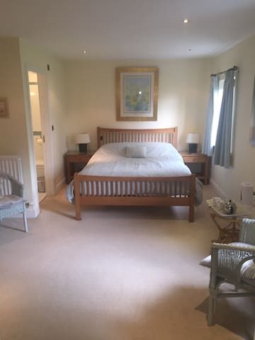 The Hollies, Large Double Bedroom *Free Wi Fi * - Hackthorpe - Bed & Breakfast