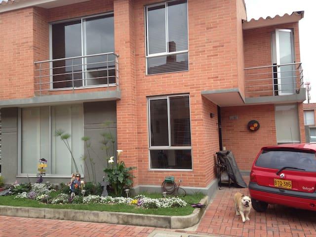 Habitación en confortable casa - Funza - House