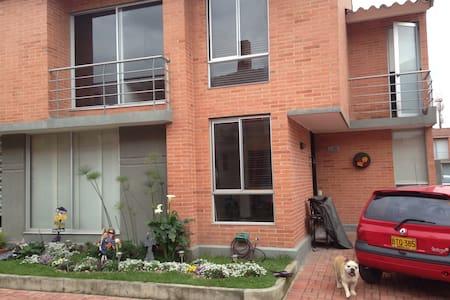 Hermosa casa con parqueadero - Funza