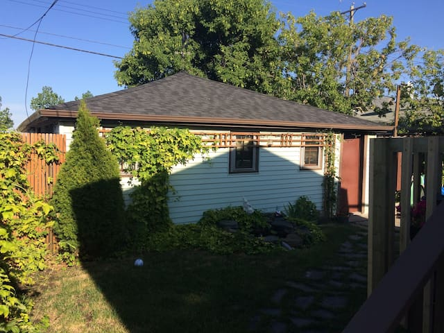 Family Friendly Basement Suite Close to Downtown!