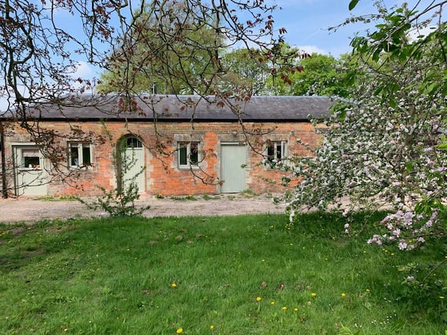 Isolate here - self-contained, 1 bed annex, rural