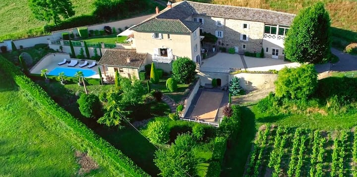 Luxury House: Calm & Pleasure in Beaujolais