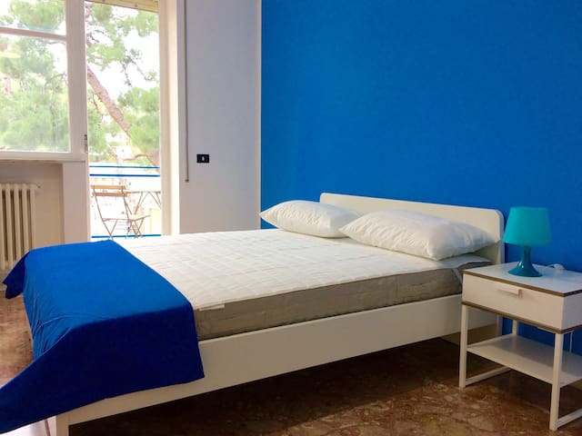 Ennio1R1-Bright and lovely room in center of Bari
