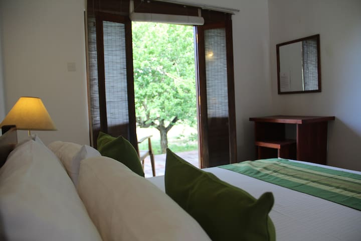 Hide Yala - Jade Room by the Yala National Park
