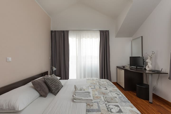 Room with big balcony,3minutes from the old town
