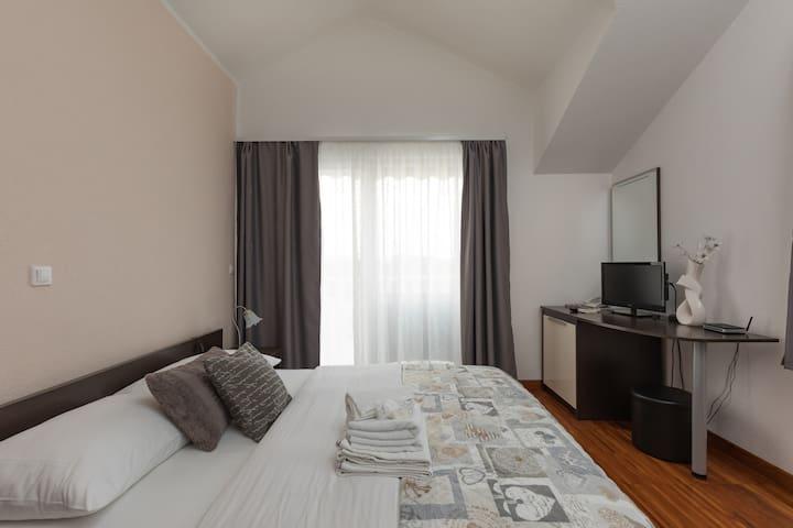 Room 7 swimming pool, Villa Maslina - Trogir - Bed & Breakfast