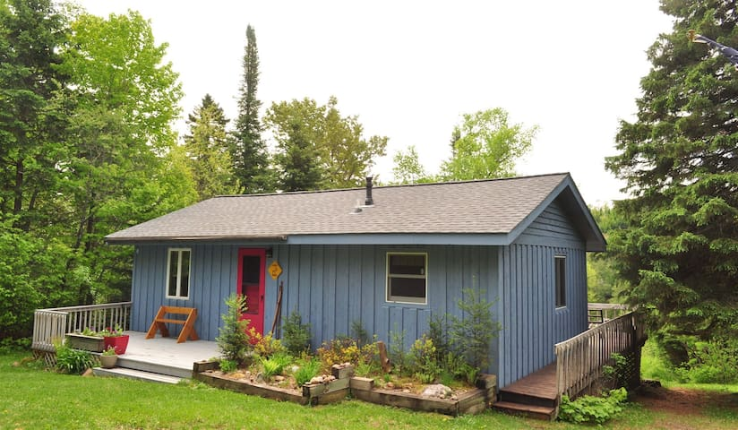 Caribou Crossing is a cozy cottage on Caribou Lake with large deck perfect for sun bathing and bird watching.