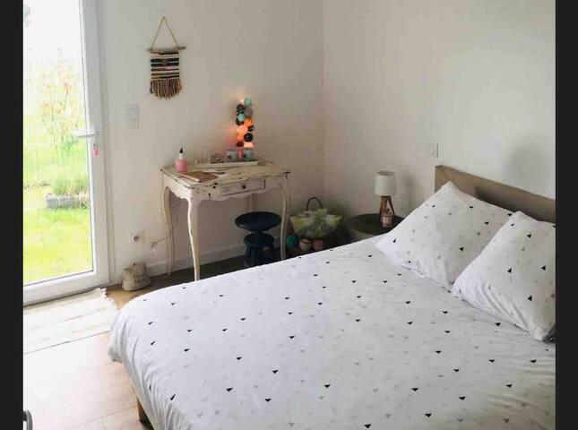 Chambre privée dans maison neuve avec jardin