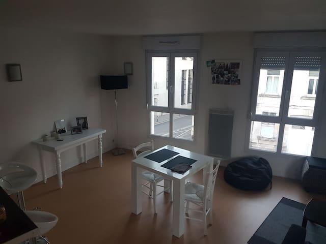 chambre dans appartement amiens centre - Amiens - Pis