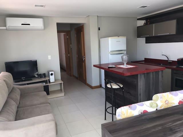 Amplo Apartamento 1 Dormitório a 3 quadras do mar
