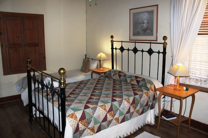 Pophuis Bedroom 1