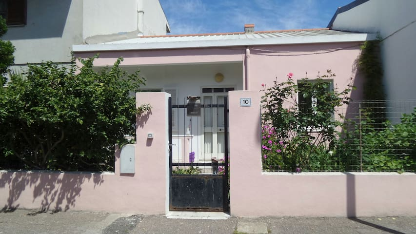 Cozy and quiet detached house - Oristano - House