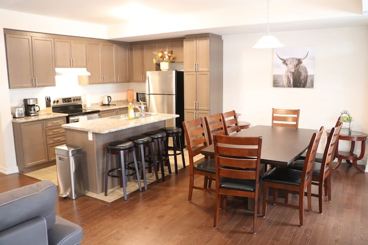 Markham Luxury With Plazas & Toronto Minutes Away