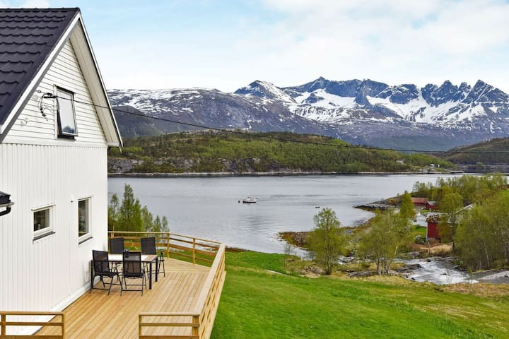 5 persone case ad Sandhornøy