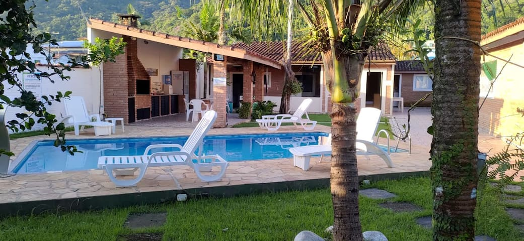 Casa com piscina na Praia do Lázaro
