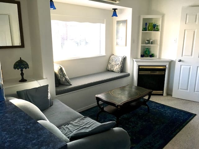 Lovely 1 Bd Apartment with Patio - Penticton - Huoneisto