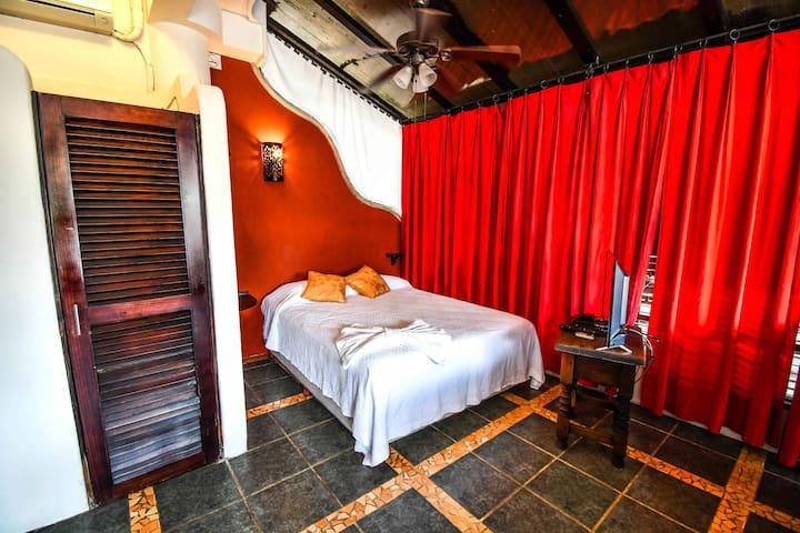 Casa Freud Suite #6 Center, 5th Av. 2 min to beach