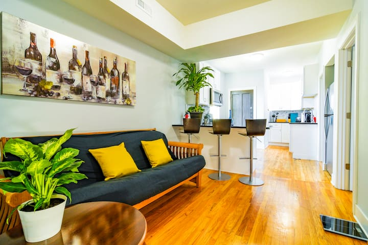 ⭐Beautiful Chicago room with Free street parking⭐