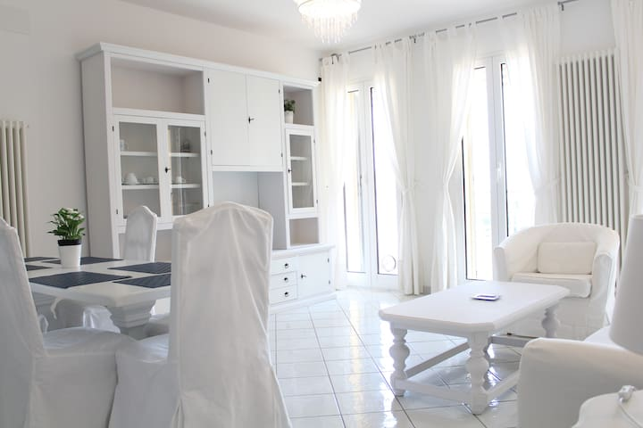 Beautiful apartment facing the sea! - Albenga - Huoneisto