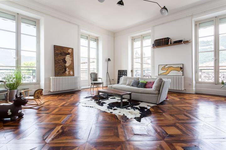 centre ville quartier des antiquaires appartements louer grenoble auvergne rh ne alpes. Black Bedroom Furniture Sets. Home Design Ideas