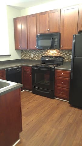 Two Bedroom Luxury Apartment Convenient to All - Holly Springs