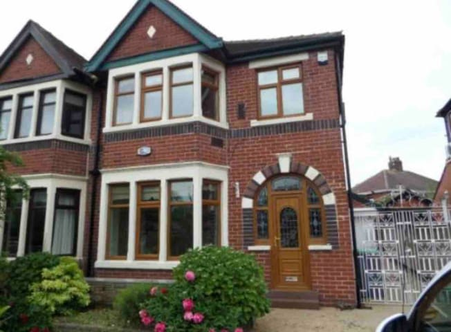 💛Stunning 4 beds~4 mins drive to Blackpool centre🏡