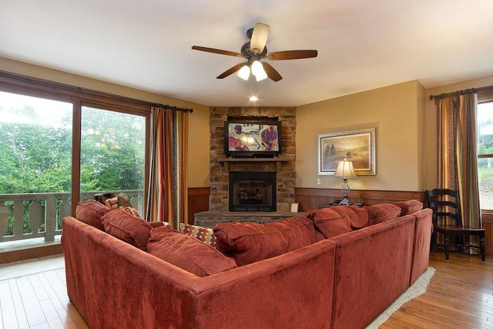 Sawmill Meadows M10 Must-See 5 BR Home Sleeps 15 PVT Jacuzzi