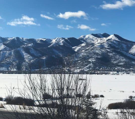 Charming House ~ Beautiful Mountain Views!