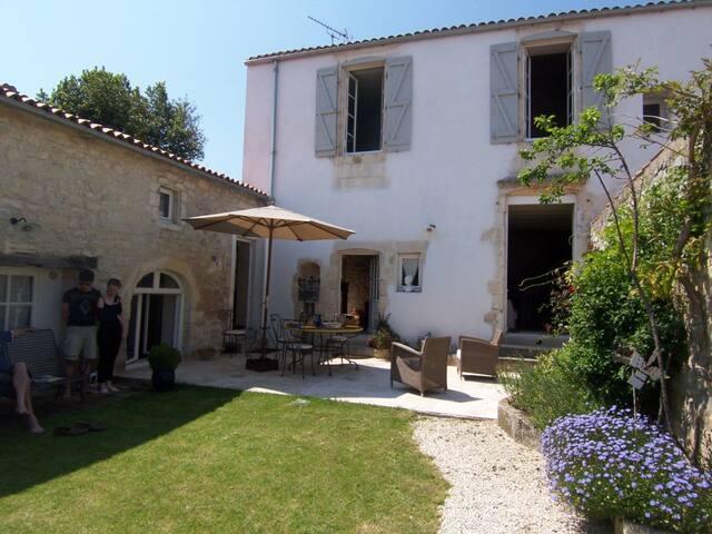 Belle Maison familiale du 19e restaurée - Rivedoux-Plage - Casa