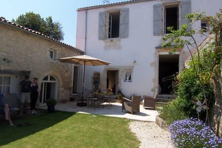 Belle Maison familiale du 19e restaurée - Rivedoux-Plage