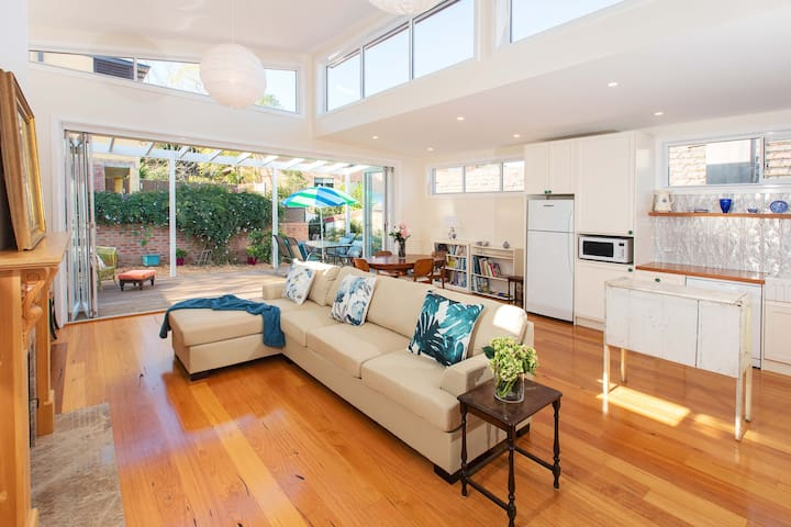 Bright Sunny Place, close to Airport & Inner West - Marrickville
