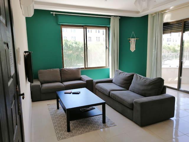 Aqaba Perfect location. Spacious 3 bedroom aprmnt.