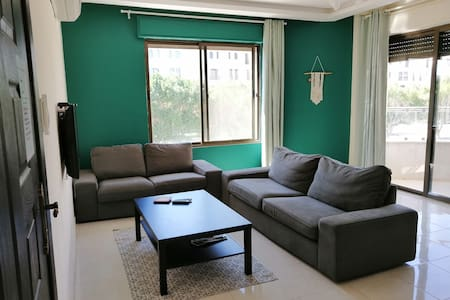 Aqaba Perfect location. Spacious 3 bedroom aprmnt.