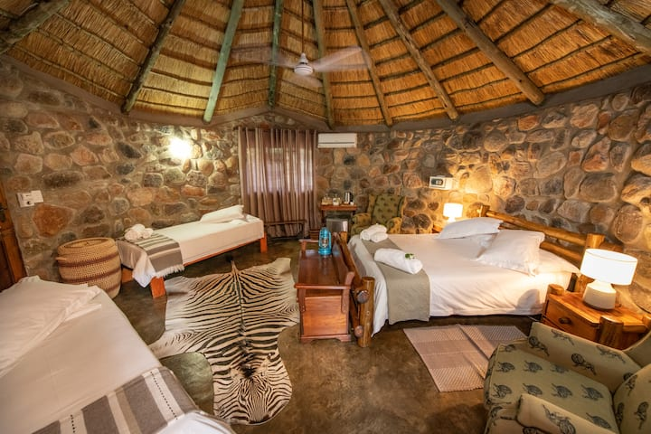 Shumba Safari Lodge Chalet 5: Taste of Africa