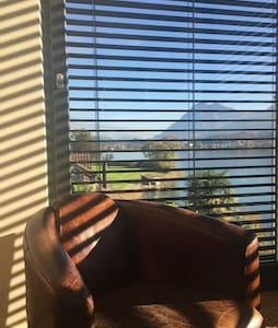 Panoramic room in lakeshore Villa