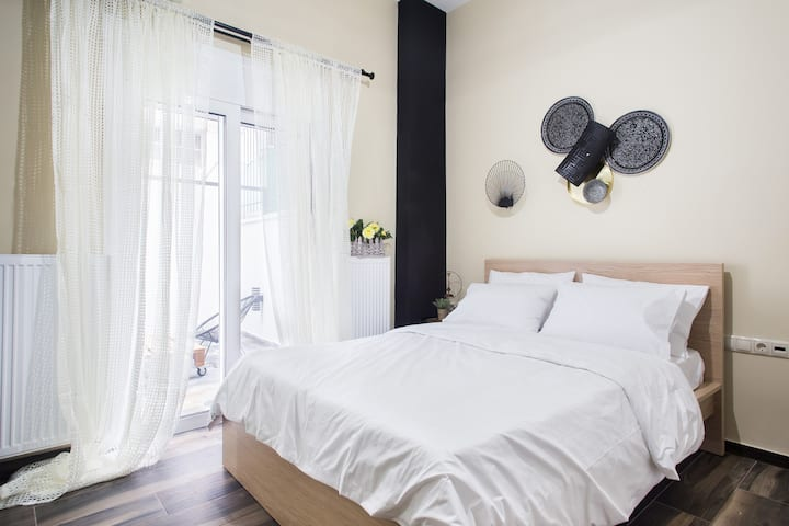 A comfortable small studio nearby Acropolis 3