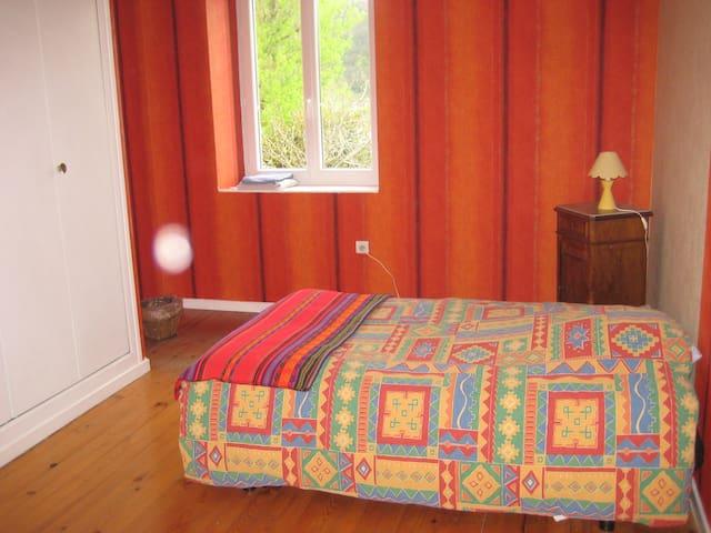 Chambre dans maison sur ViaRhôna - Sablons - Domek gościnny