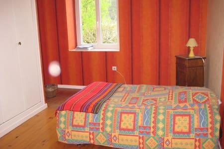 Chambre dans maison sur ViaRhôna - Sablons - Guesthouse