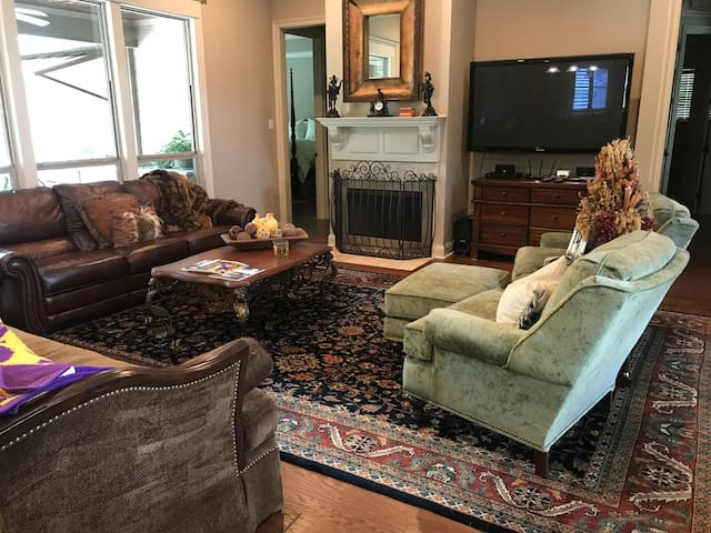 Cozy Home located near Grocery and Gas Needs