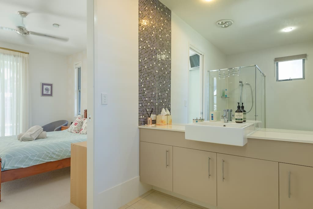 Ensuite & Master Bedroom